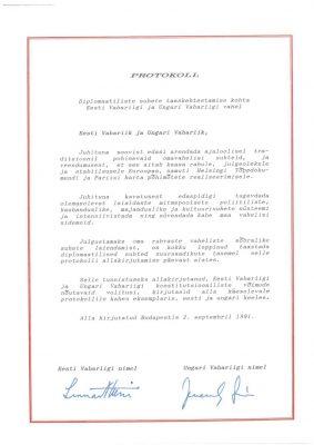 Protokoll diplomaatiliste suhete taaskehtestamise kohta Eesti Vabariigi ja Ungari Vabariigi vahel. Foto: Eesti välisministeeriumi arhiiv