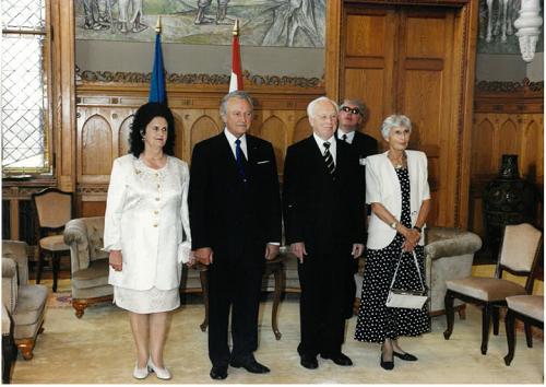 Eesti president Arnold Rüütel ja Ungari president Ferenc Mádl koos abikaasadega. Foto: Eesti välisministeeriumi arhiiv