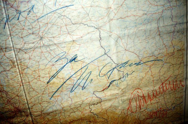 a Molotov–Ribbentrop-paktum térképe az aláírásokkal. Kép: Észt Nemzeti Levéltár