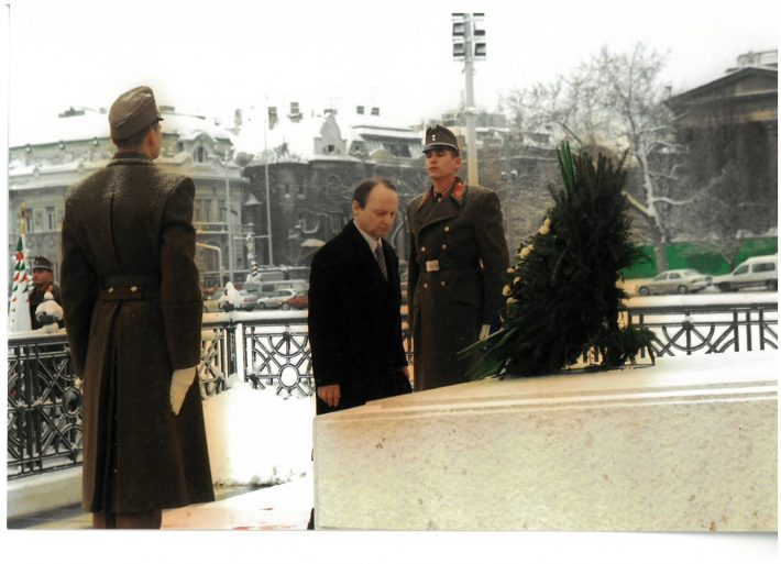 Ambassador Toivo Tasa laying a wreath on the Heroes' Square in Budapest. Photo: Ministry of Foreign Affairs