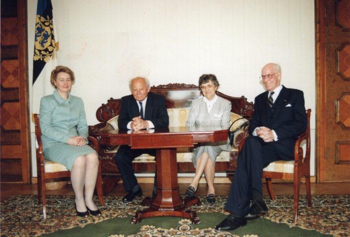 Göncz Árpád ja Lennart Meri köztársasági elnökök és házastársaik. Kép: az Észt Külügyminisztérium Levéltára